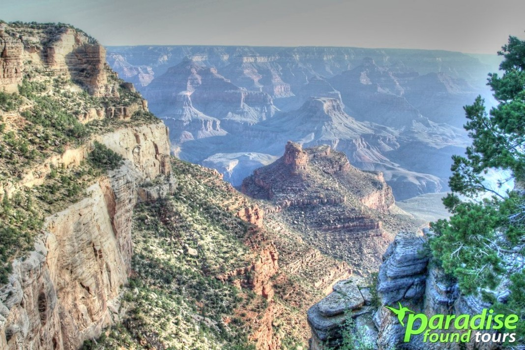 Amazing view from the Bright Angel viewpoint at the Grand Canyon South Rim